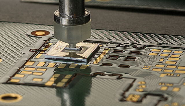 Fully automated die bonder - Process: chip-on-chip (COC)